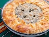 Рецепта Зелник / баница с плънка от спанак, коприва, лапад и киселец (с домашно тесто с мая)